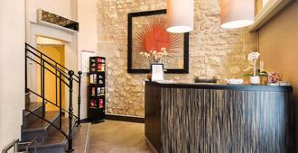 Hotel Arc Elysees - Paris - Front desk