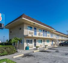 Motel 6 Ontario Airport