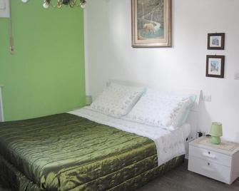 Bed And Breakfast lo Scrigno - Polinago - Bedroom