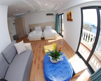 Hotel Iliria - Santi Quaranta - Camera da letto