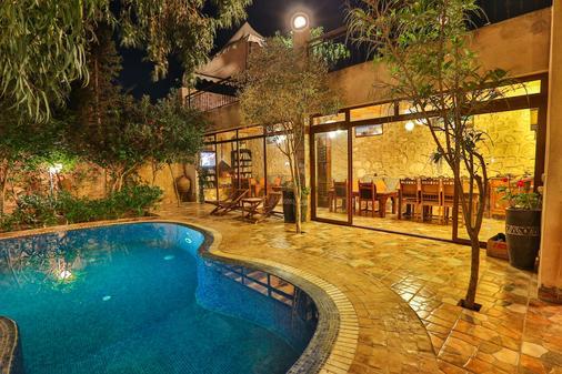 愛托庭院酒店 - 索維拉 - 索維拉 - 游泳池