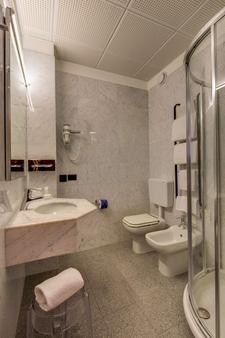 Best Western Hotel Turismo - San Martino Buon Albergo - Phòng tắm