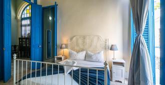 Puertas-Azules-The Real Cuba - Havana
