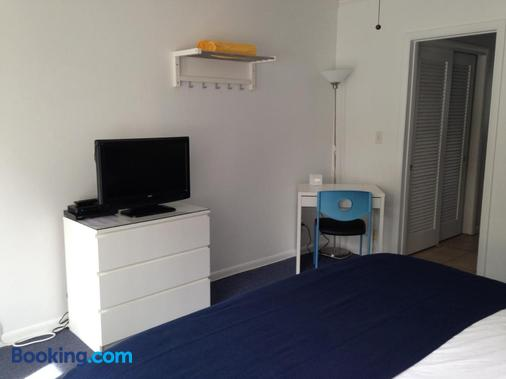 Cheston House - Exclusively All Male Gay Guest House - Fort Lauderdale - Bedroom