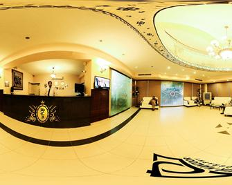 Hotel Crown Inn - Karachi - Front desk