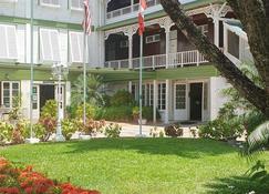 Cara Lodge - Georgetown - Building