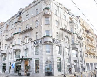 Jump Inn Hotel Belgrade - Belgrade - Building