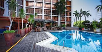 Village Hotel Bugis by Far East Hospitality (SG Clean) - Singapur - Piscina