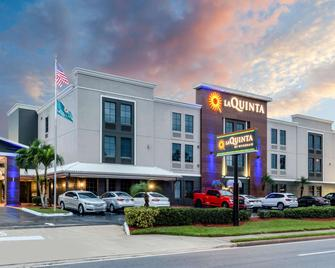 La Quinta Inn & Suites by Wyndham St. Petersburg Northeast - Сент-Питерсберг - Здание