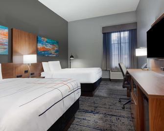 La Quinta Inn & Suites by Wyndham St. Petersburg Northeast - St. Petersburg - Bedroom
