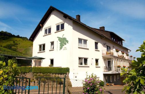 Weingut-Brennerei-Gästehaus Emil Dauns - Reil - Building