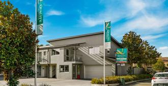 Quality Suites Amore - Christchurch - Building