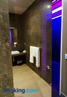 Junction Hotel - Newcastle - Bathroom