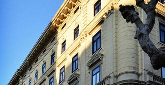 Punto8 - Triest - Gebäude