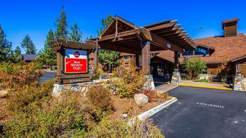 Best Western PLUS Truckee-Tahoe Hotel - Truckee - Building
