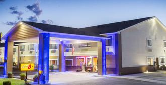 Super 8 by Wyndham Baker City - Baker City - Building