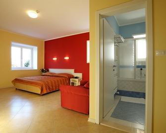 Vila Kozana Hotel - Kozana - Bedroom