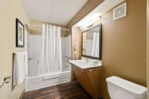 Extended Stay America - Charlotte - Tyvola Rd. - Executive Park - Charlotte - Bathroom
