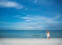 Holiday Inn Express Hotel And Suites Naples Downtown - 5th Avenue - Naples - Spiaggia
