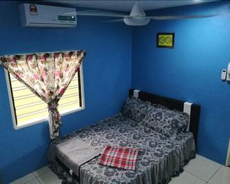 Khaimal Homestay Pulau Enjin - Pekan - Bedroom