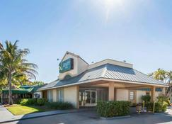 Quality Inn - Stuart - Building