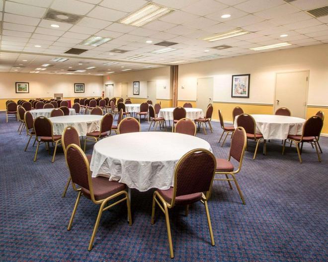 Quality Inn - Stuart - Banquet hall