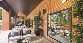 Adina Apartment Hotel Sydney Surry Hills - Sídney - Sala de estar
