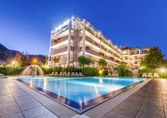 大使套房酒店 - 里瓦德加爾達 - 加爾達湖濱 - 游泳池