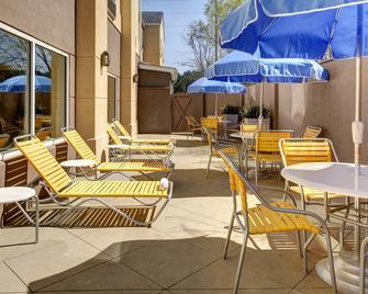Fairfield Inn and Suites by Marriott Atlanta Suwanee - Suwanee - Innenhof