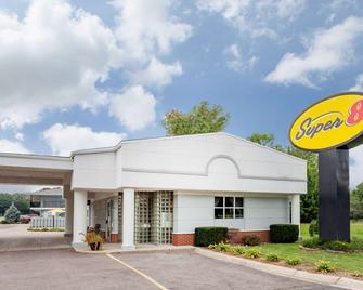 Super 8 by Wyndham Stevensville - Stevensville - Building