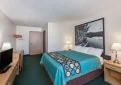 Super 8 by Wyndham Moose Jaw SK - Moose Jaw - Makuuhuone