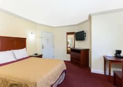 Travelodge by Wyndham Brea - Brea - Bedroom