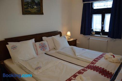 Szent Iván Vendégház - Tata - Bedroom