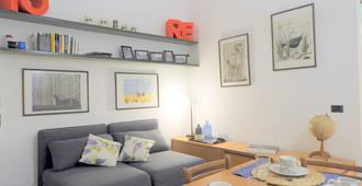 Bohemian 1 Bedroom Flat in Brera District - Milan - Living room