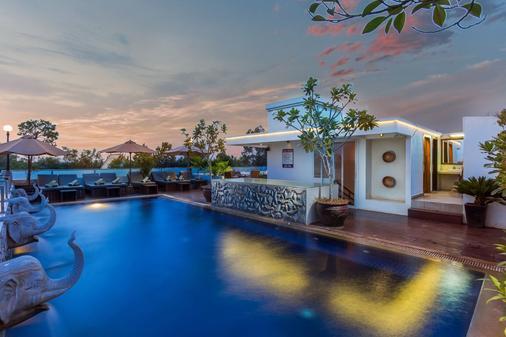 妮塔沃酒店 - 暹粒 - 暹粒 - 游泳池