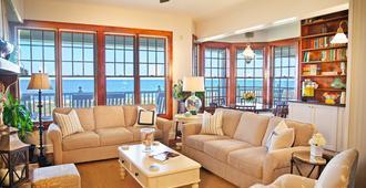 Elizabeth Pointe Lodge - Fernandina Beach - Living room
