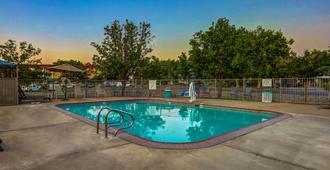 Motel 6 Red Bluff - Red Bluff - Pool