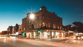 Crown Hotel Surry Hills - Sydney - Building