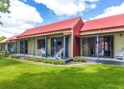 Oak Estate Motor Lodge - Greytown - Building