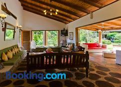 Coté Sud - Unique Villa & Bungalows Intendance Road - Takamaka - Sala de estar