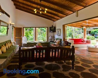 Coté Sud - Unique Villa & Bungalows Intendance Road - Takamaka - Living room