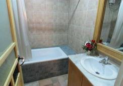 Hotel 13 Coins Resort Bang Na - Bangkok - Bathroom