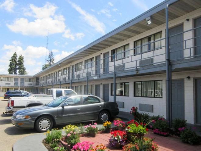 Rodeway Inn - Terre Haute - Building