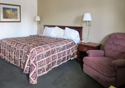 Rodeway Inn - Terre Haute - Bedroom