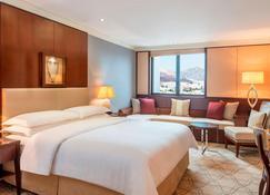 Sheraton Oman Hotel - Muscat - Bedroom