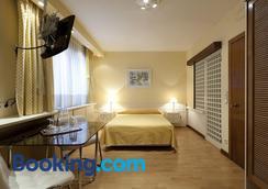Apartamentos Centro Colón - Madrid - Bedroom