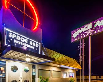 Best Western Space Age Lodge - Gila Bend - Building