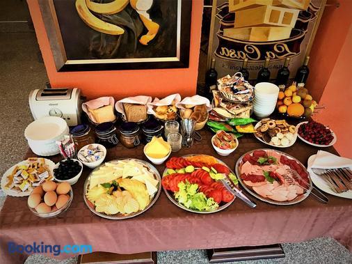 Guest House La Casa - Varna - Buffet