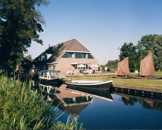 Hotel de Harmonie - Giethoorn - Building
