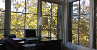 On Humboldt Boulevard Steps From 'the 606' Stay In A Spacious And Sunny Place - Chicago - Sala de estar